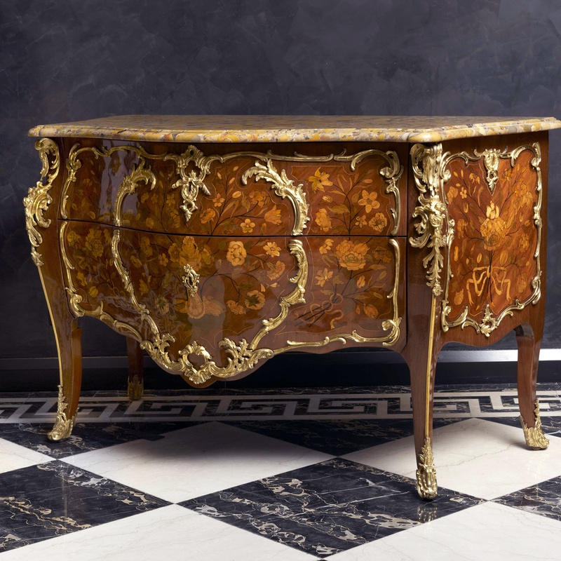 Pierre Fléchy - A Louis XV bombé commode by Pierre Fléchy, Paris, date circa 1760