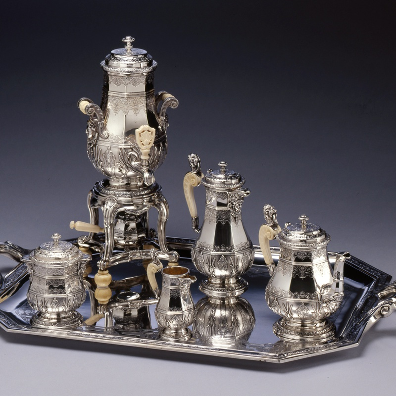 Edmond Tétard - An Eclectic style five piece tea and coffee-service with matching water urn and tray by Edmond Tétard, Paris, dated 1885