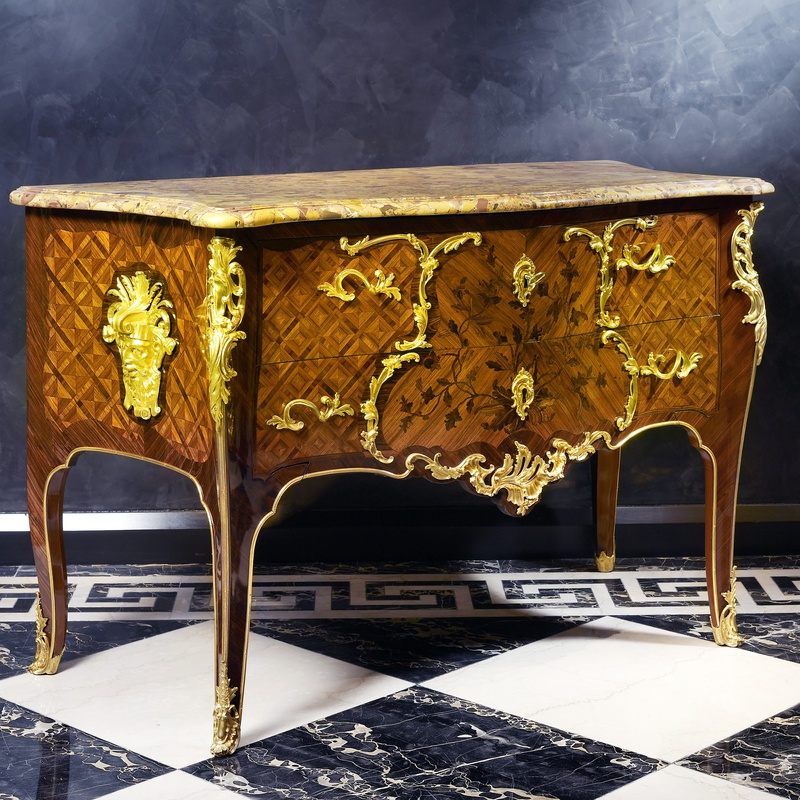 Antoine-Robert Gaudreaus - A Louis XV royal commode almost certainly made in conjunction by the royal ébéniste Antoine-Robert and his son François-Antoine Gaudreaus, Paris, date circa 1745