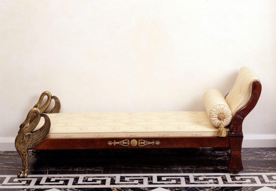 A late Empire figural chaise-longue with two carved swans at the foot